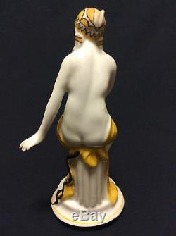 Art déco superbe figurine féminine en porcelaine circa 1920 signée