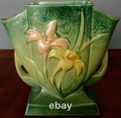 Roseville Pottery Vase in Green Zephyr Lily Pattern # 206-7 1940's Nice
